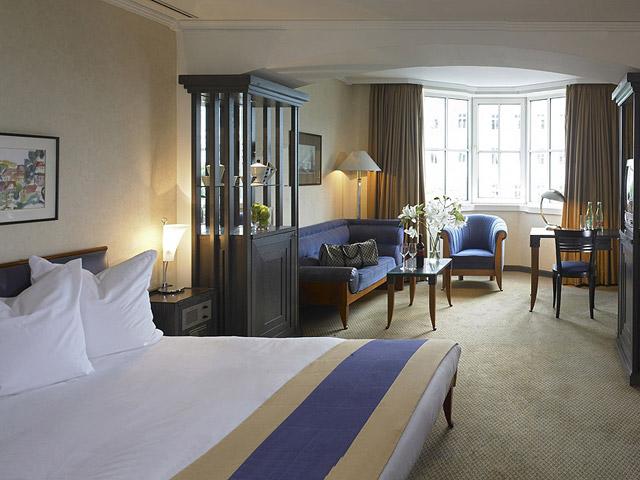 Hilton Vienna Plaza Hotel - Guest Room