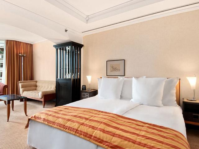 Hilton Vienna Plaza Hotel - Deluxe Room