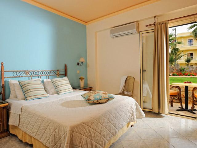 Socrates Hotel Apartments: Room