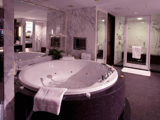 Intercontinental Hong Kong - CEO Suite-Bathroom