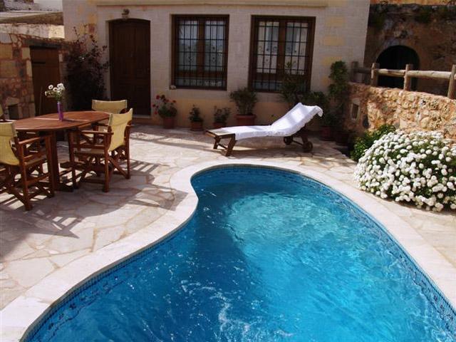 Ariadni Villa: Exterior View-swimming pool
