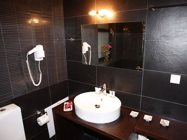 Karvouno Villas: Bathroom