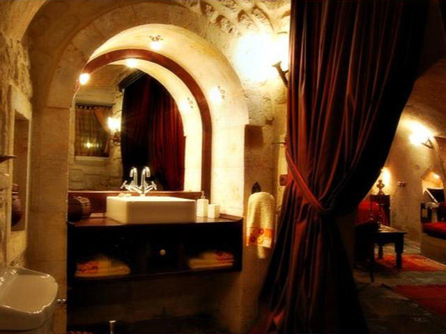 Sacred House - Ankas Lair bathroom