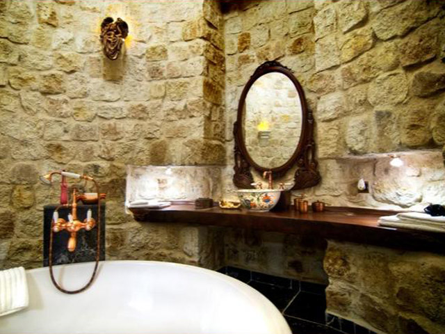 Sacred House - Fairis nest bathroom