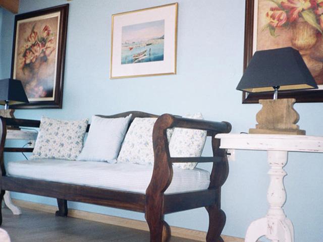Agnadi Suites: Living room