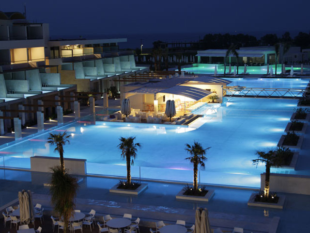 Avra Imperial Beach Resort & Spa: