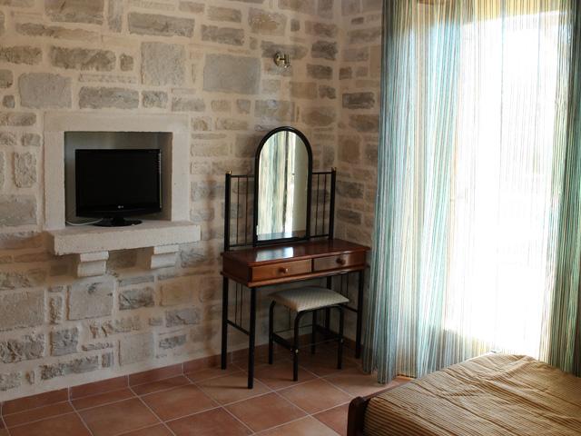 Anemoni Villa: Bedroom