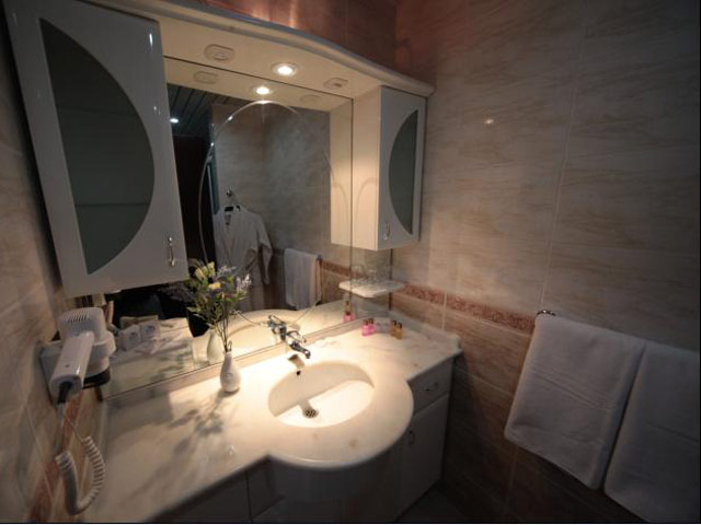 Eser Diamond Hotel & Convention Center: Bathroom