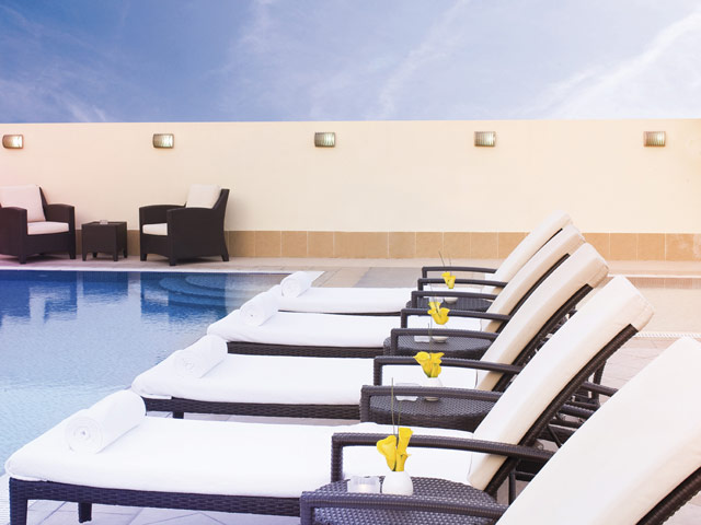 Moevenpick Hotel Deira - Pool Area