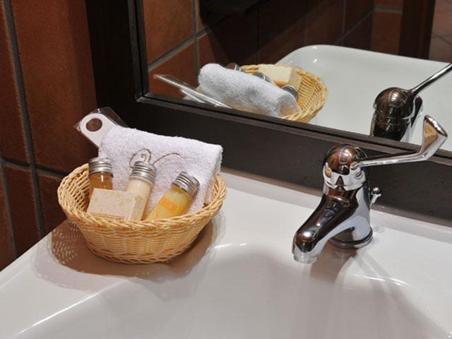 Varos Village Hotel : Bathroom