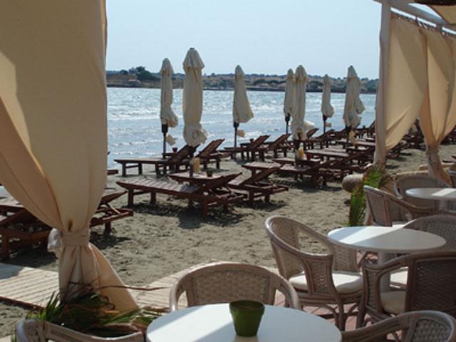 Varos Village Hotel : Beach