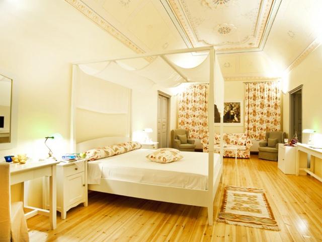 Markezinis Suites: