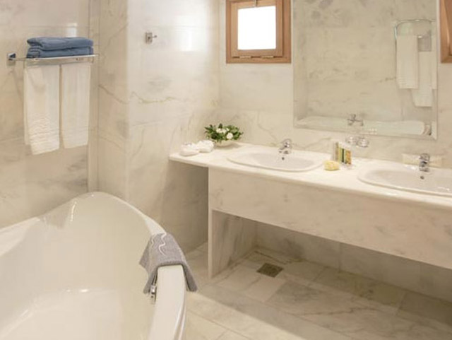 Porto Elounda Golf and SPA Resort - Seafront Villa Bathroom