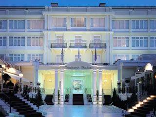 Theoxenia Palace Hotel: Exterior View at night