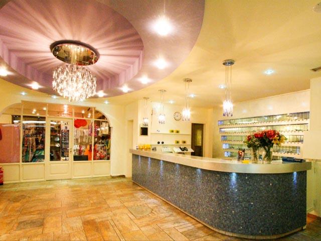 Dolphin Bay Hotel: