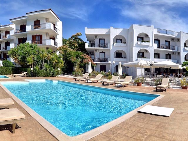 Korali hotel troulos hotels skiathos sporades islands for Skiathos hotels