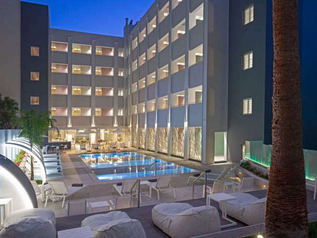 Book Now: Melrose Hotel