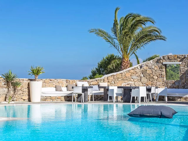 Book Now: Ostraco Suites