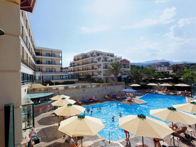 Book Now: Aquamarina Hotel