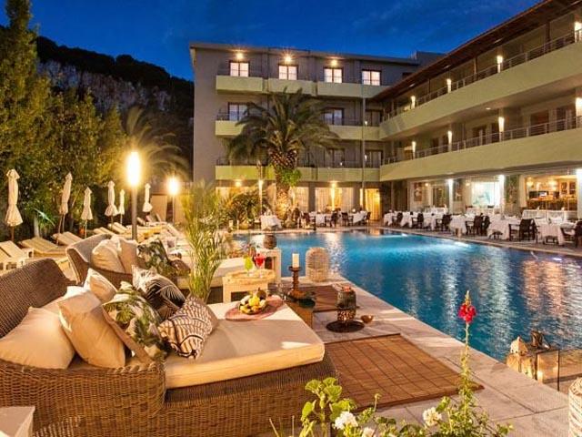 La piscine art hotel 5 stars luxury hotel in for Best hotels in skiathos