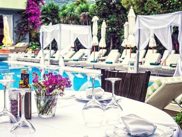 La piscine art hotel 5 stars luxury hotel in for La piscine art hotel reviews