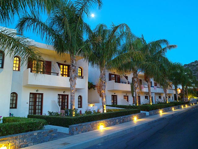 Smartline kyknos beach hotel bungalows hotels stalis for Blue sea motor inn